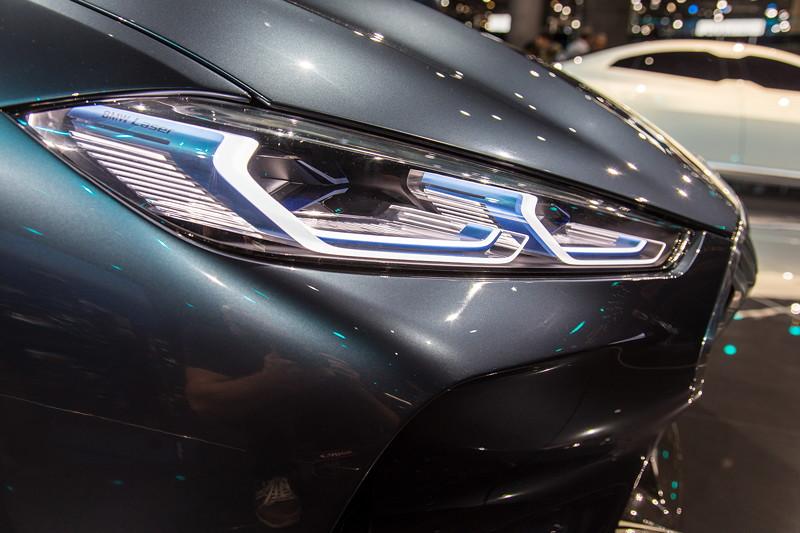 BMW Concept 8series, LED/Laser-Scheinwerfer von der Seite gesehen