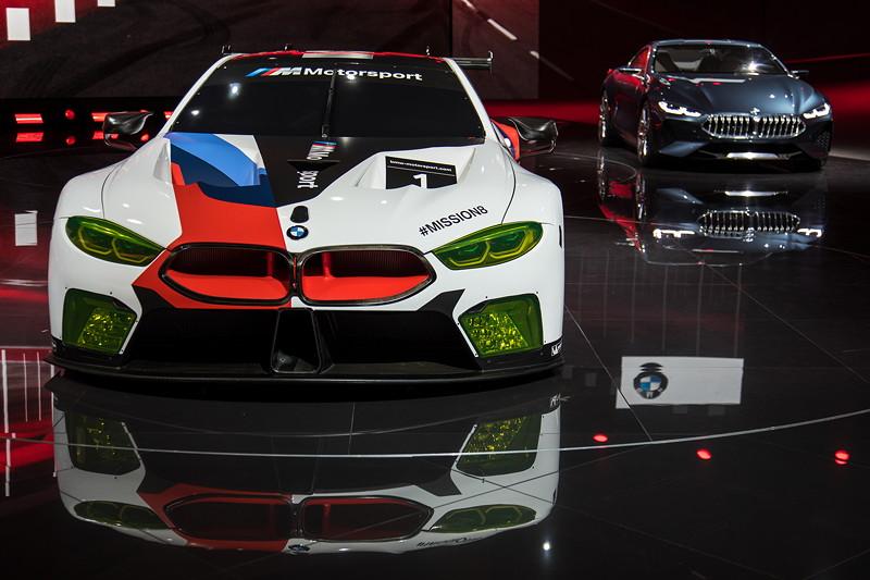 BMW M8 GTE neben dem BMW Concept 8series