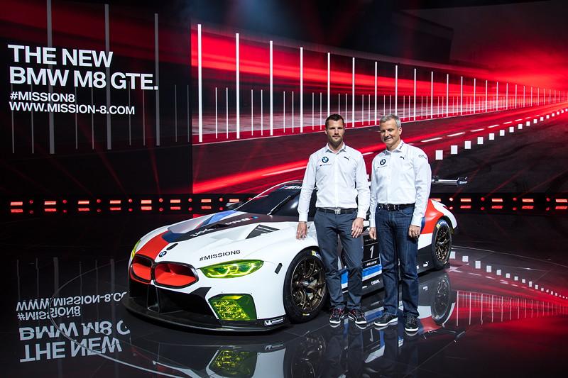 BMW Werksfahrer Martin Tomczyk und BMW Motorsportdirekter Jens Marquardt am BMW M8 GTE
