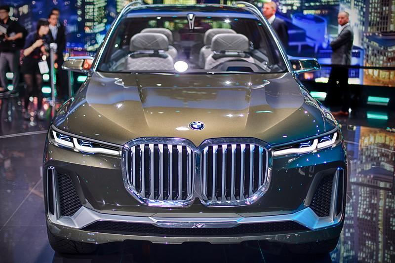 Der BMW Concept X7 mit der wohl größten BMW-Niere im aktuellen Modell-Portfolio