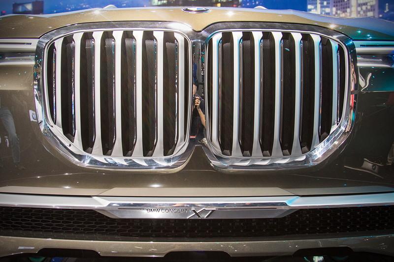 BMW Concept X7 iPerformance, BMW Niere und X7 Schriftzug unterhalb