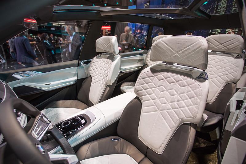BMW Concept X7 iPerformance, Innenraum mit Panorama Glasdach