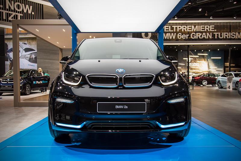 BMW i3s mit 14 PS mehr als in der Standard i3-Version, und 10 km/h mehr Endgeschwindigkeit (die weiterhin abgeregelt ist)