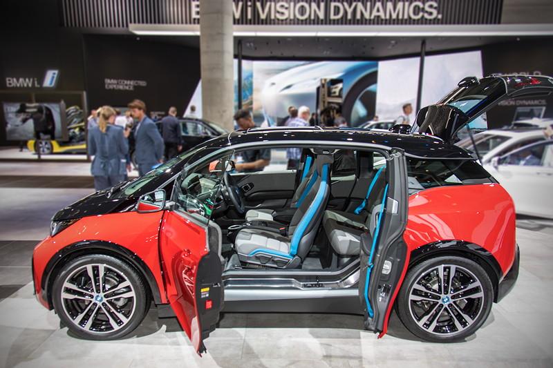 BMW i3s, das Türenkonzept ist im Alltag unpraktisch, da die hintere Tür nur geöffnet werden kann, wenn die vordere offen ist.