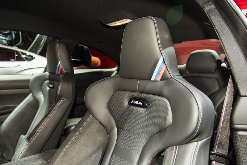 BMW M4 CS, Schalensitze mit M Streifen