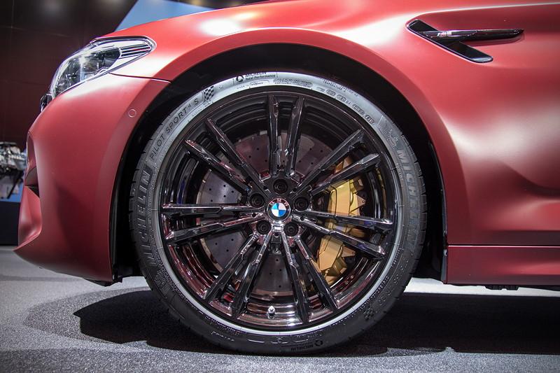 BMW M5 First Edition, mit M Carbon Keramikbremse (Aufpreis 8.800,- Euro), 20 Zoll M Leichtmetallrad Doppelspeiche 706 M Jetblack