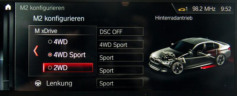 BMW M5 First Edition, Auswahl zwischen Heck und Allradantrieb per iDrive Controller und Bord-Bildschirm