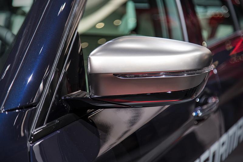 BMW M550d Touring, in Cerium Grey ausgeführte Spiegelkappen, exklusivfür die M Performance Variante