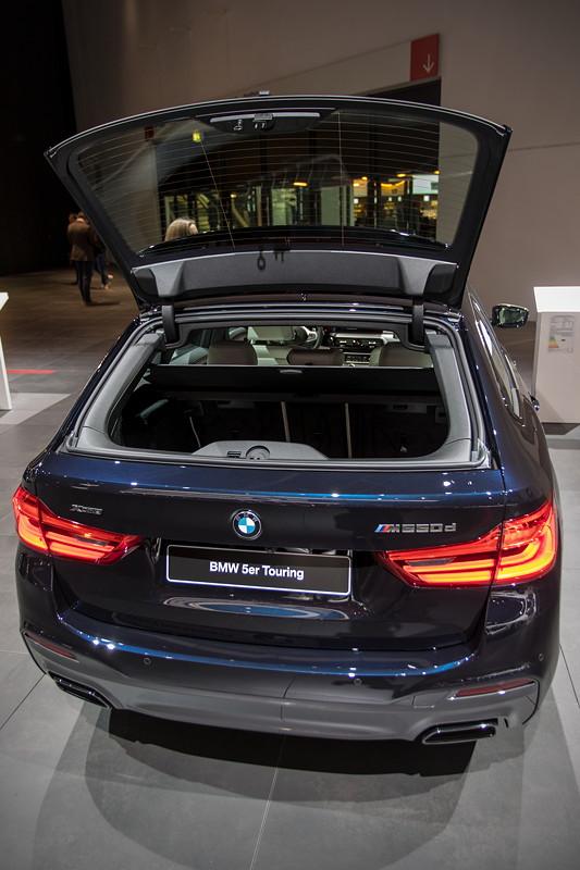 BMW M550d Touring, mit geöffneter Heckscheibe