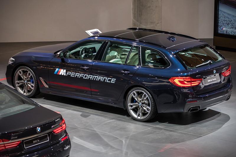 BMW M550d xDrive Touring auf der IAA 2017