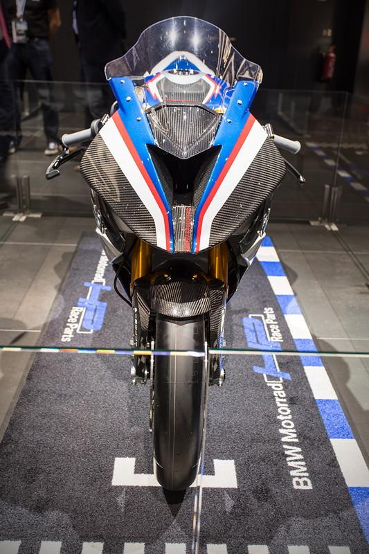 BMW Motorrad HP4 Race, nur 171 kg schwer, zum Preis von 80.000 Euro