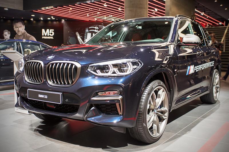 BMW X3 xDrive M40i in der neuen Aussenfarbe Phytonicblau. Der Grundpreis beträgt 66.300,- Euro.