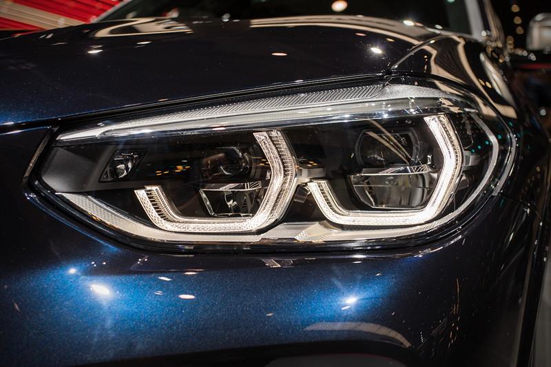 BMW X3 xDrive M40i, Adaptive LED Scheinwerfer (340,- Euro Aufpreis im M40i, sonst bis zu 1.490,- Euro)