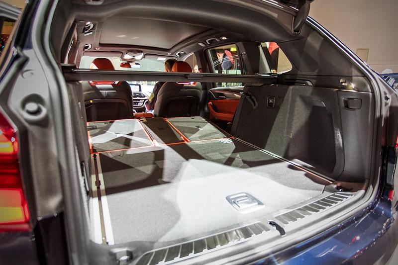 BMW X3 xDrive M40i, Kofferraum mit auf Knopfdruck umklappbaren Rücksitzen (Verhältnis 40:20:40)