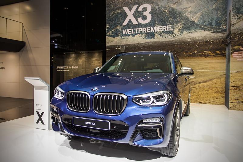 BMW X3 xDrive M40i in Phytonicblau in der BMW X Ausstellung auf der IAA 2017
