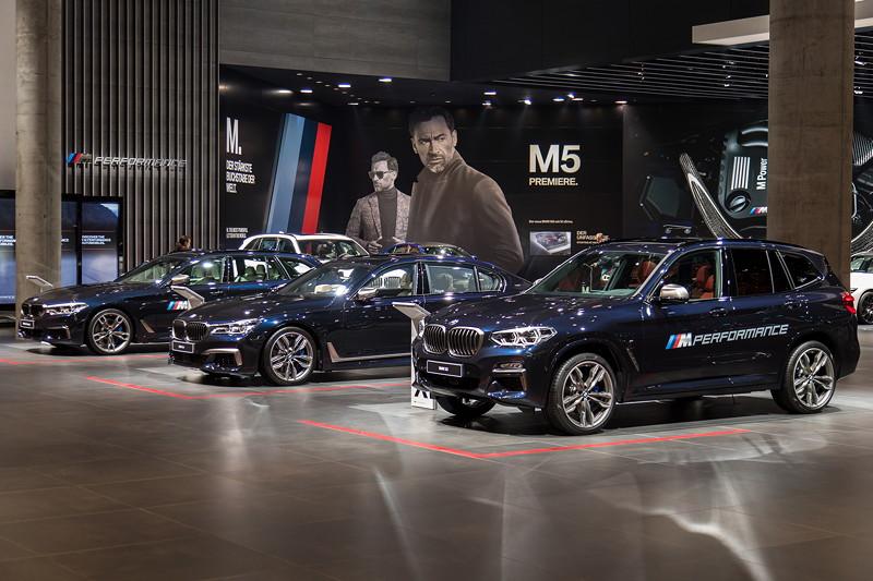 Erstmals gibt es den X3 auch als M Performance Modell M40i, und ist somit auch in der BMW M Ausstellung auf der IAA 2017 in Frankfurt zu sehen.