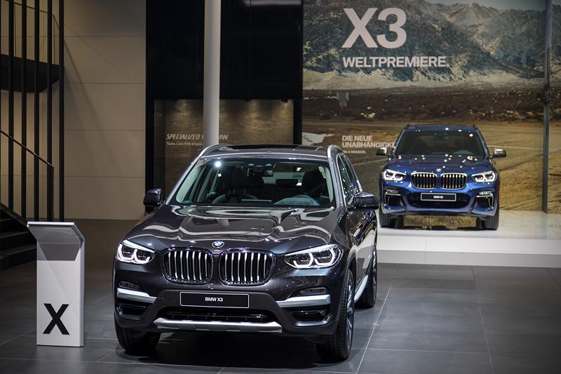 vorne: BMW X3 xDrive30d xLine in Sophistograu Brillanteffekt
