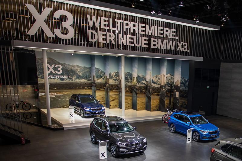 BMW X Ausstellung mit der Weltpremiere des BMW X3 auf der IAA 2017 in Frankfurt