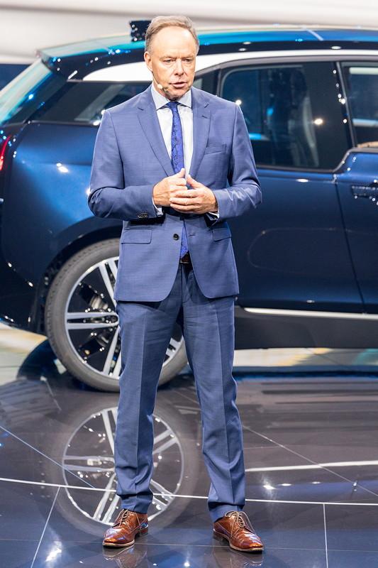 BMW Vorstand Ian Robertson bei der BMW Pressekonferenz auf der IAA 2017.