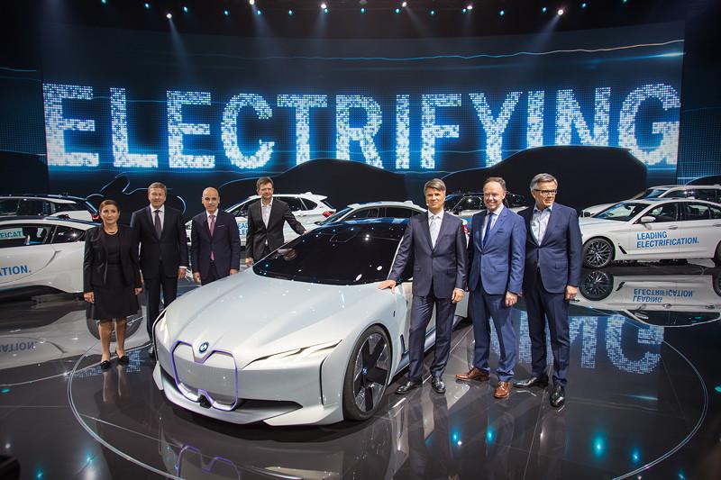 Der BMW Vorstand bei der IAA-Pressekonferenz - bis auf Markus Duesmann, der 'entschuldigt' fehlte.