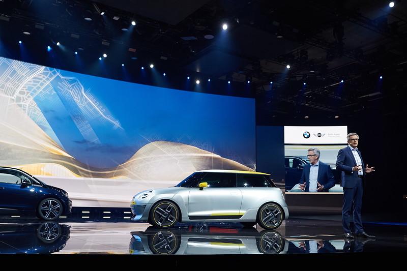 Peter Schwarzenbauer auf der IAA-Bühne des BMW Messestandes 2017