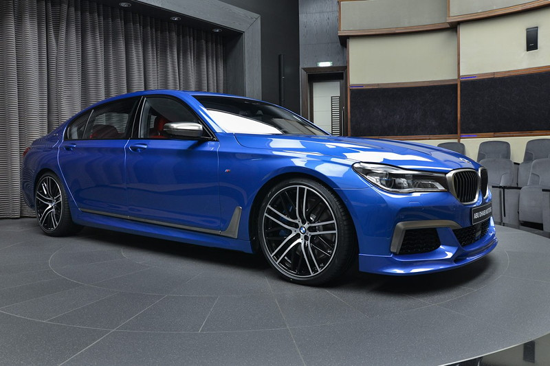 BMW M760Li in Estoril-Blau auf 21 Zoll BMW Performance Rädern