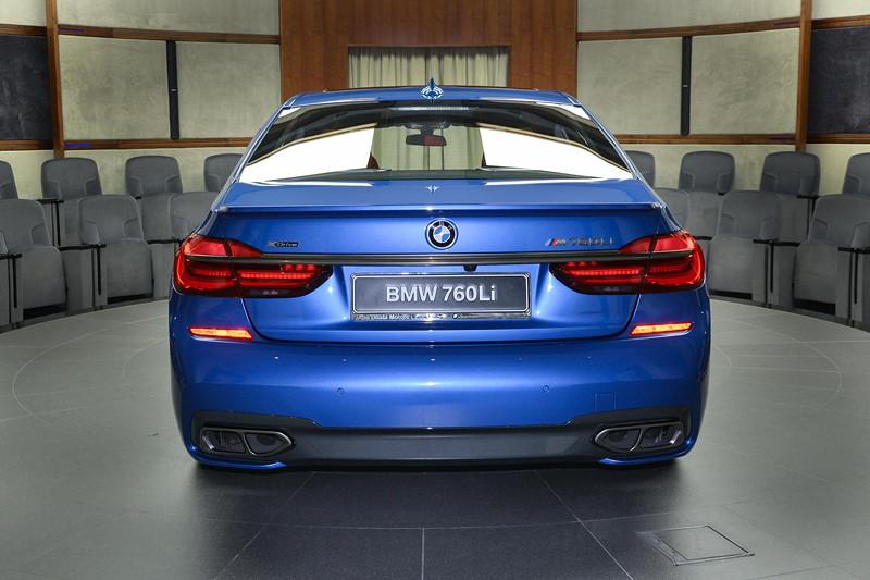 BMW M760Li in Estoril-Blau mit Alpina Heckspoiler