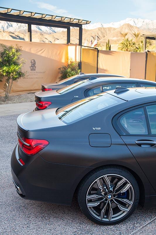 Start der Testfahrt am Ritz Carlton Hotel: 3x BMW M760Li xDrive