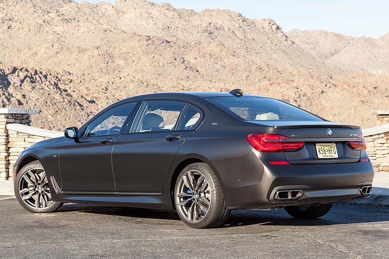 BMW M760Li xDrive auf dem 'Pines to Palms Scenic Byway' bei Palm Springs