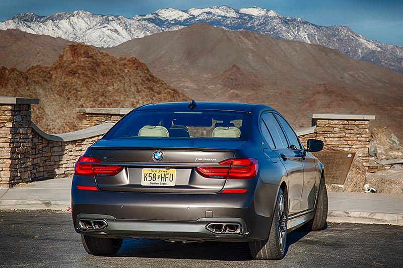 BMW M760Li xDrive auf dem 'Pines to Palms Scenic Byway' bei Palm Springs