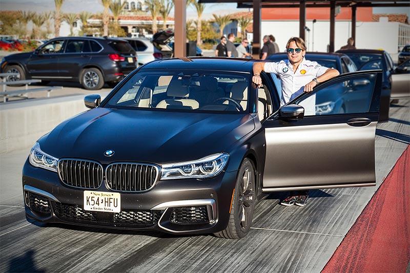 BMW DTM Pilot Augusto Farfus mit dem neuen BMW M760Li xDrive auf der privaten Rennstrecke von Thermal