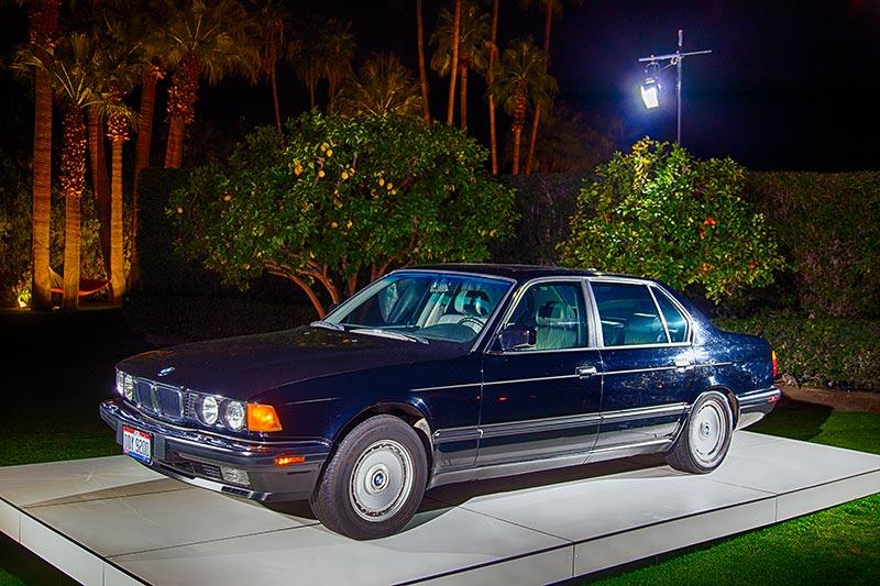 BMW 750iL (E32) im Garten von Haus '432 Hermosa'