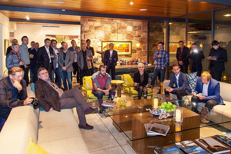 'Get together' im Haus '432 Hermosa', Wohnzimmer. Im Bild die teilnehmenden Journalisten am 31.02.2017.