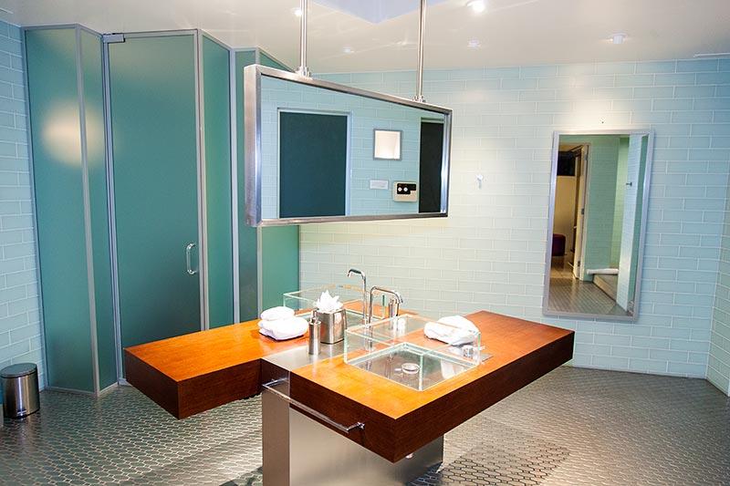 Haus '432 Hermosa' von Leonardo di Caprio, Haupt-Bad