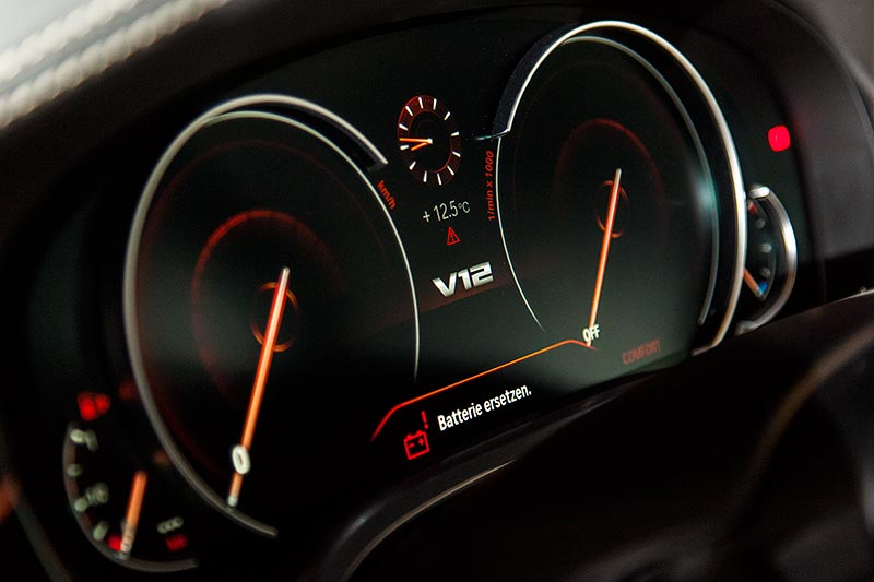 BMW M 760 Li Excellence Individual Tacho-Instrumente