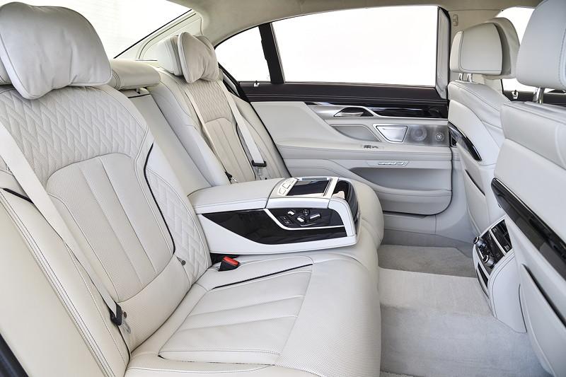 Foto BMW M 760 Li XDrive Excellence Interieur Im Fond Vergrossert