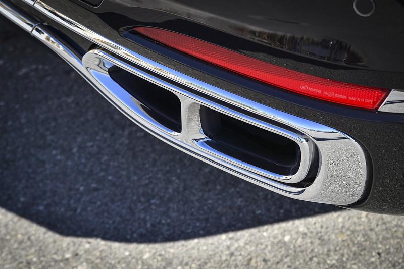 BMW M 760 Li xDrive Excellence, Auspuff eingefasst in eine Chromspange