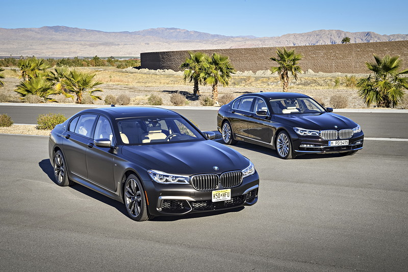 BMW M 760 Li xDrive M Performance neben dem BMW M 760Li xDrive Excellence