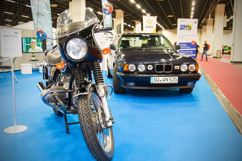 Retro Classics Cologne 2017: BMW Motorrad R75/6 und BMW 535i (E34) auf dem Stand vom BMW Club Mobile Classic e.V.