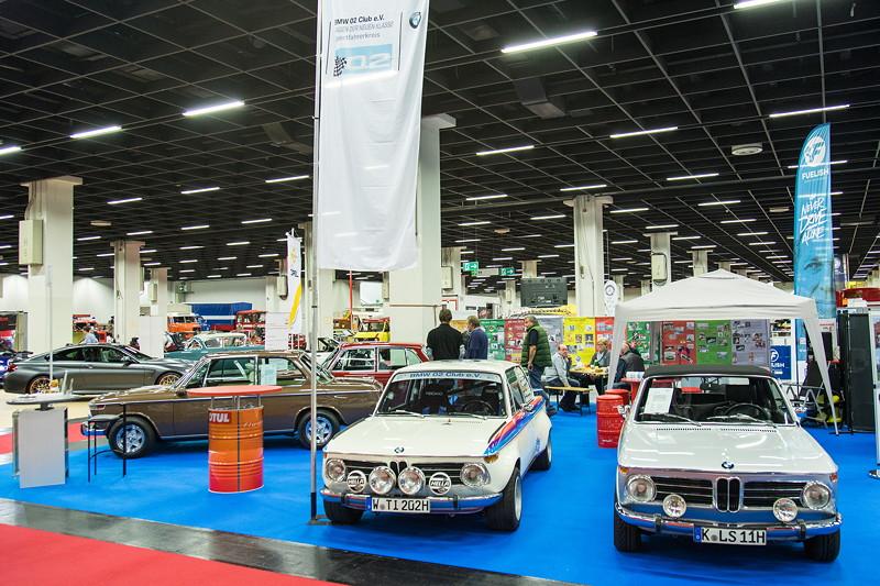 Retro Classics Cologne 2017: Stand vom BMW 02 Club e.V., BMW 2002 ti Rallye und BMW 2002 Cabrio