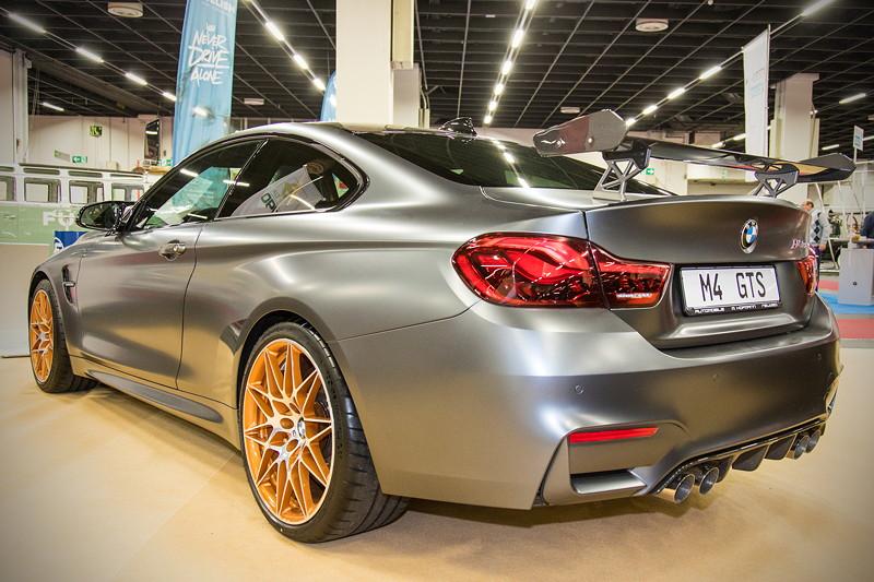 Retro Classics Cologne 2017, BMW M4 GTS Neuwagen, Frozen Grey Individual Lack, 500 PS, Carbon Bremsanlage, angeboten in der Ausstellung 'Neo Classics'.