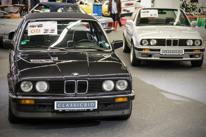 BMW 316 (E30) als Baur Cabriolet aus 1987 (links) und BMW 320i (E30) als normales Cabrio, beide stehen am Samstag zur Versteigerung.