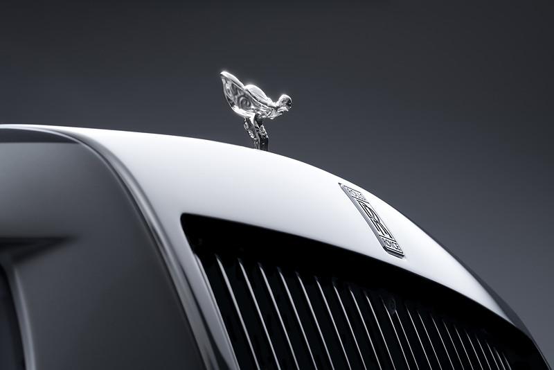 Rolls-Royce Phantom, Rolls-Royce Logo und 'Spirit of Ecxtasy' bwz. 'Emily' auf der Motorhaube