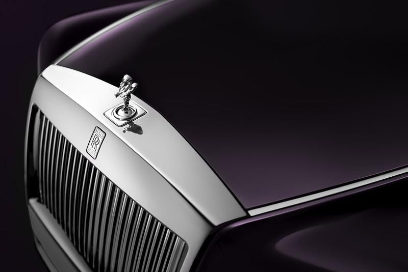 Rolls-Royce Phantom, Motorhaube mit 'Spirit of Ecxtasy' bzw. 'Emily' Kühlerfigur