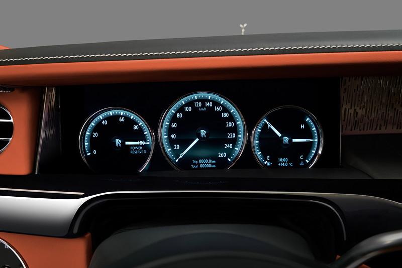Rolls-Royce Phantom, 12,3-Zoll-TFT-Farbdisplay mit LED-Hintergrundbeleuchtung, mit speziell gestalteten, virtuellen Nadeln sowie klarer Schrift