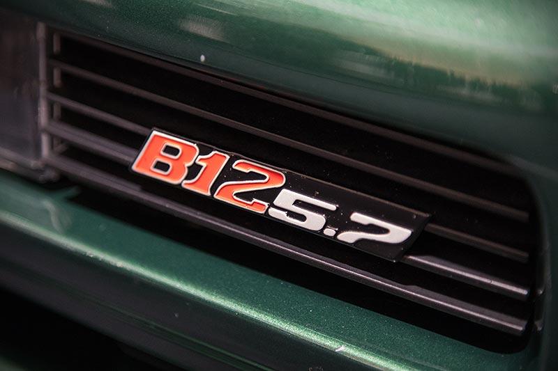 BMW Alpina B12 5,7, Typbezeichnung vorne