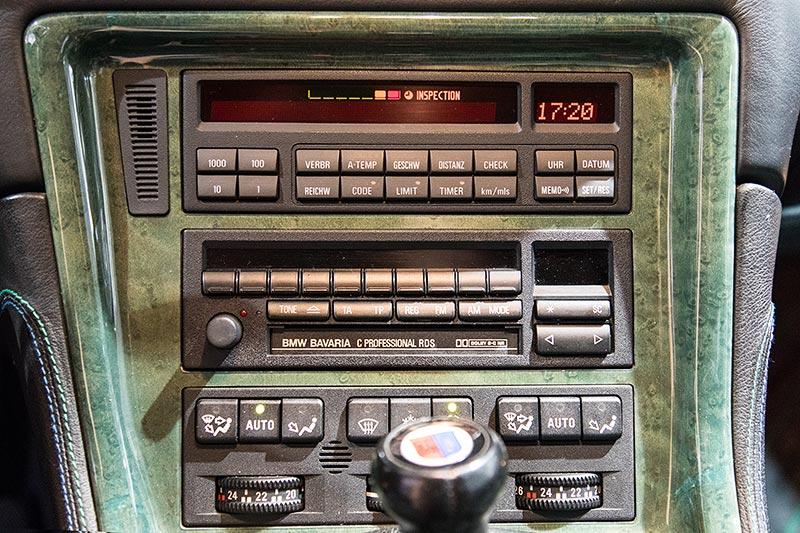 BMW Alpina B12 5,7, Mittelkonsole mit Schalthebel