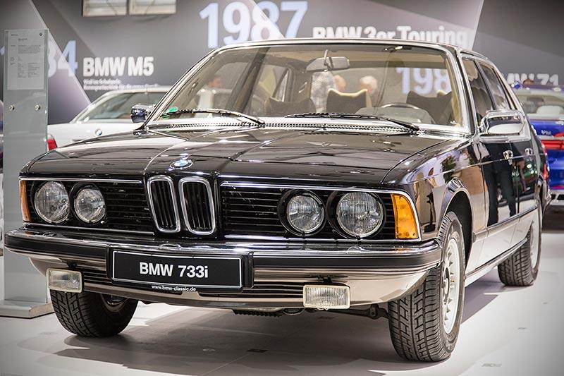 BMW 733i (E23), mit 6-Zylinder-Reihenmotor, 197 PS