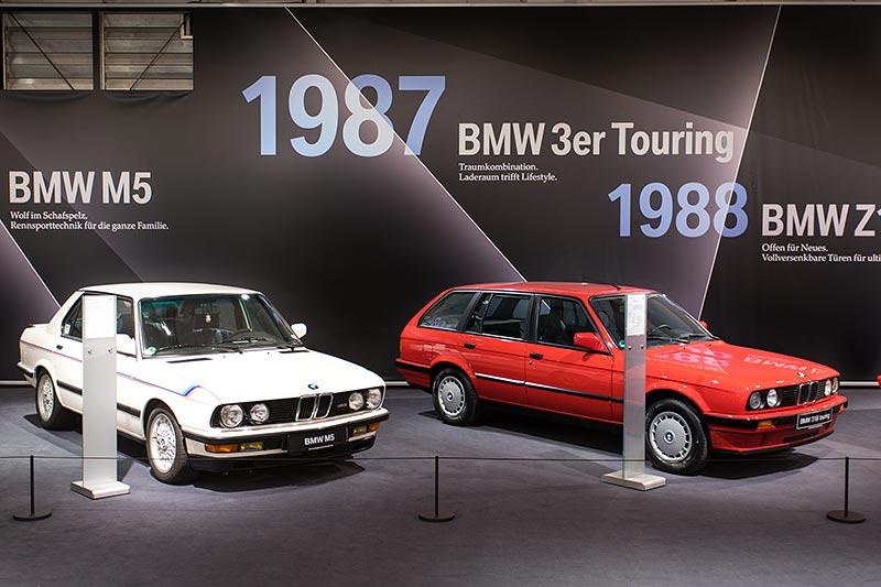 BMW 318i touring, ausgestellt auf der Techno Classica 2017 neben einem BMW M5