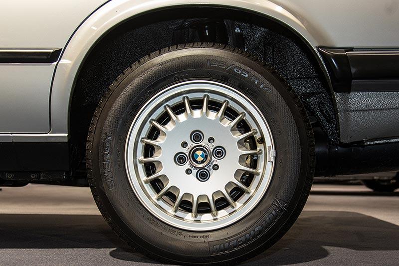 BMW 325e, Rad